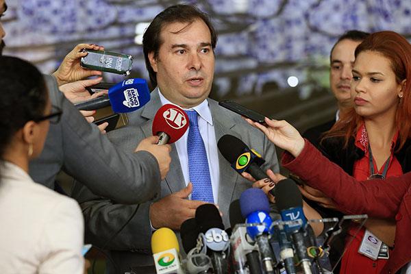 Rodrigo Maia indicou que falta vontade aos partidos da base para votação votar da proposta