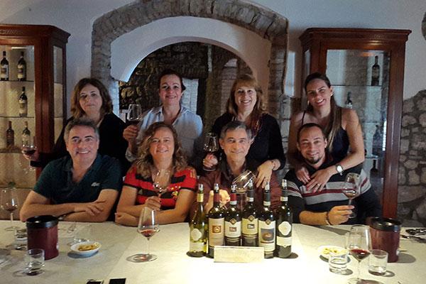 Grupo da SAV na cantina da Camigliano, em degustação  do Gamal 2016, Poderuccio 2016 e outros