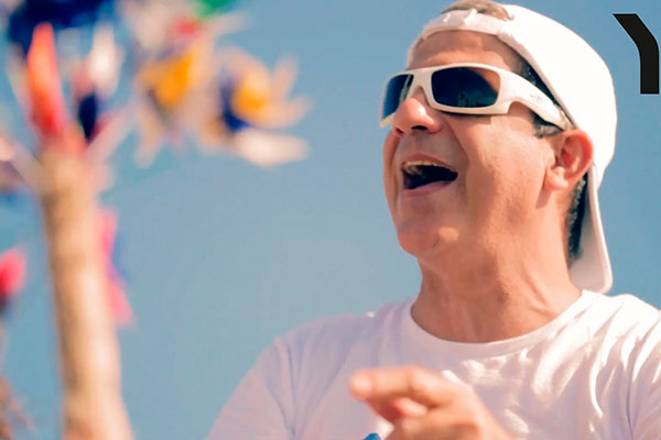 Aos 60 anos, artista Durval Lélys ainda não fala em aposentadoria