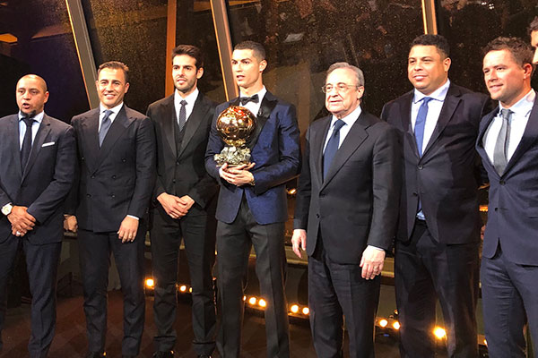 Os brasileiros Roberto Carlos, Kaká e Ronaldo Fenômeno estiveram na premiação do português CR7