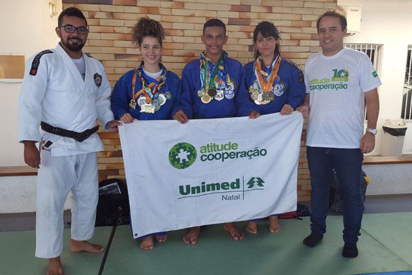 O professor Francisco Ivaneir (primeiro à esquerda) é uma inspiração para o projeto da ONG