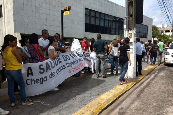 Servidores protestam em frente a Assembleia Legislativa do RN