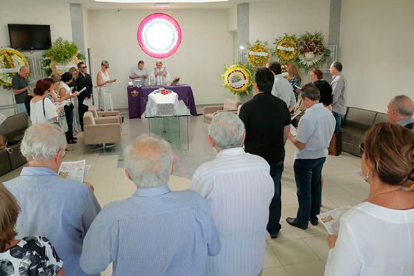 Amigos e familiares participaram de missa celebrada pelo também colega padre João Medeiros