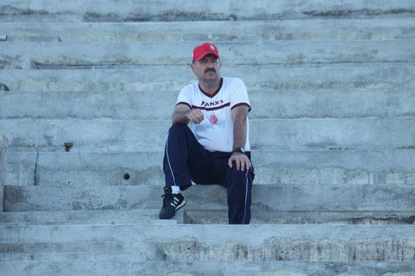 Leandro Campos tem observado muito a movimentação da equipe e quer evolução no amistoso