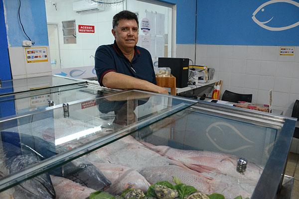 Carlos Pinto, o Carlitos, está com um projeto para desenvolver aquários de ostras para restaurantes e eventos