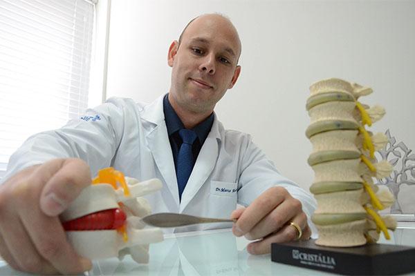 Médico paulista, radicado em Natal, é um dos 18 cirurgiões no mundo inteiro que integram  grupo de difusão da técnicas de videoendoscopia de coluna