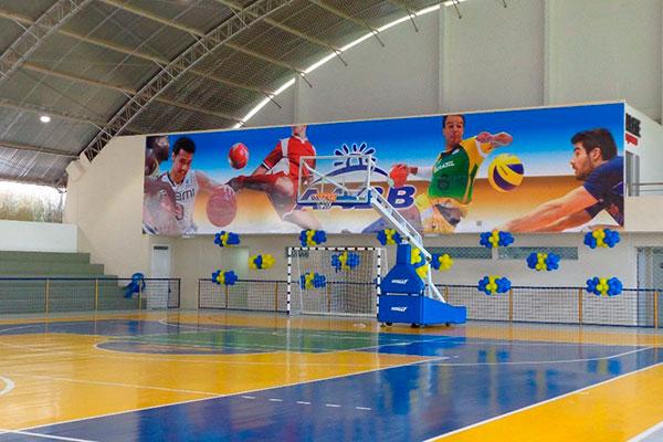 O clube favorece em especial os praticantes de esportes, oferecendo quadras, piscinas e escolinhas diversas