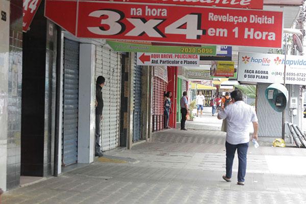 Lojas permanecerão mais tempo fechadas ao longo deste ano com feriados nacionais e locais