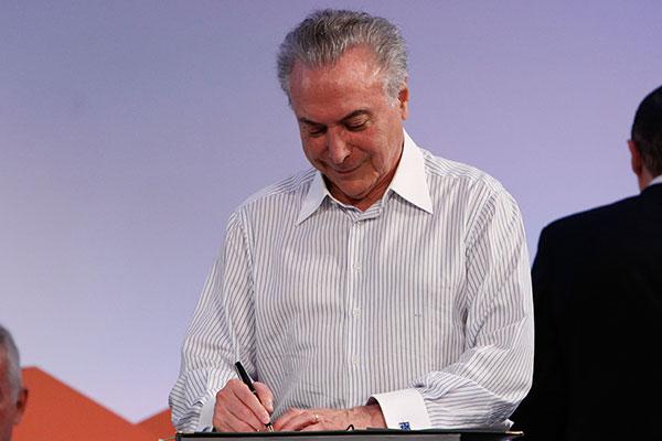 Michel Temer mantém reuniões com ministros, mas evita viagem para o Rio de Janeiro