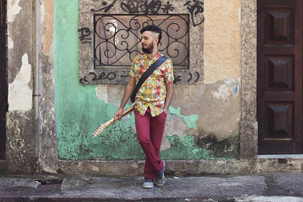 Letto mostra seu lado multiinstrumentista ao tocar quase todos os instrumentos do álbum, desde guitarra até percussão, passando por viola caipira, baixo e teclado