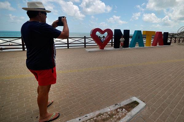 Letreiro em Areia Preta é ponto de parada obrigatória aos turistas que trafegam pela região