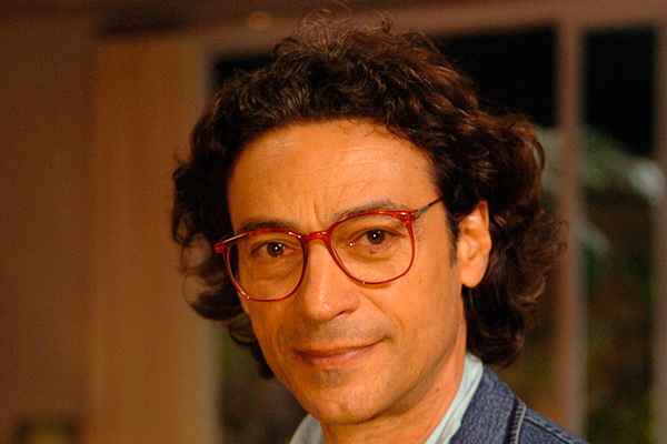 Luiz Carlos Vasconcelos assumiu a direção, assim como Chico César assumiu a trilha e Bráulio Tavares o texto