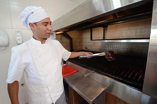 Cozinheiro na grelha: cardápio traz  bife de chorizo, bife de tira e picanha do chef