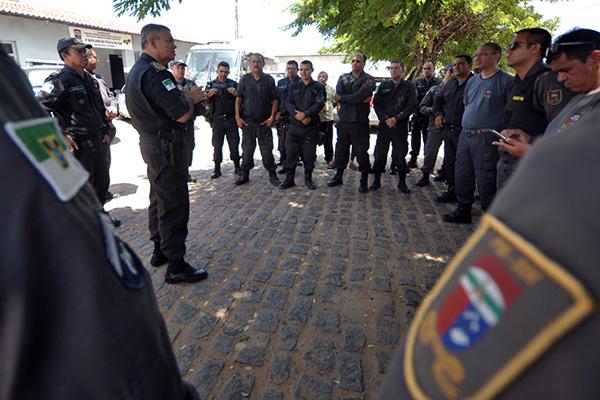 Comandante da Polícia Militar, coronel Osmar de Oliveira, percorreu batalhões da capital, ouvindo a tropa sobre as reivindicações