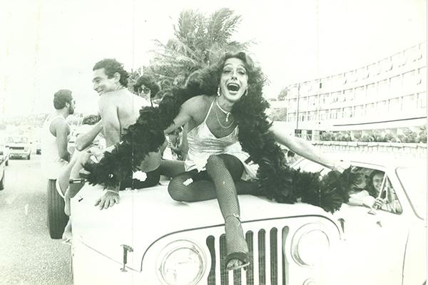 Em desfile da Banda Gália, na Praia do Meio, anos 1980