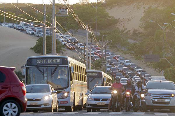Sem um sistema de transporte eficiente, a população sofre tendo que enfrentar congestionamentos em todas as regiões da Capital, especialmente nas principais vias e em horários de pico