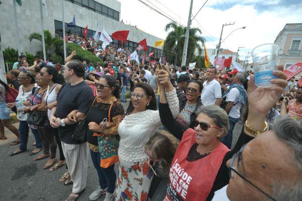Servidores se reuniram para evitar a entrada de parlamentares na ALRN