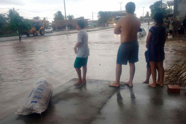 Chuvas que caíram na cidade de Assu, região da mesorregião Oeste, alagou algumas ruas e trouxe esperança, após seis anos de seca