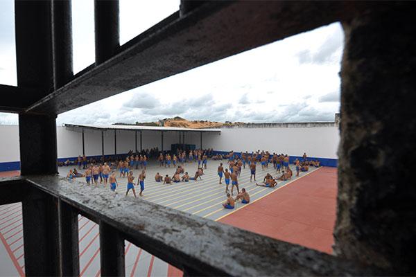 Um ano após o confronto entre facções, Alcaçuz está sob nova administração, mas continua superlotada