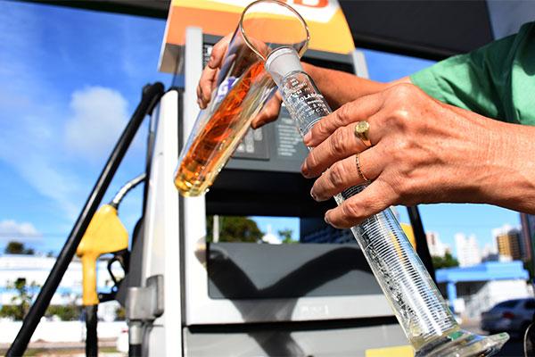 Litro da gasolina está custando, em média, R$ 4,17 na capital