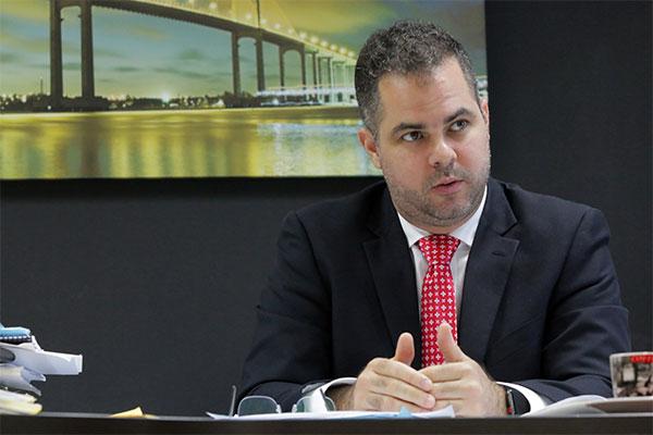 Secretário de Recursos Humanos aponta que o governo não vai cobrir o déficit com as medidas