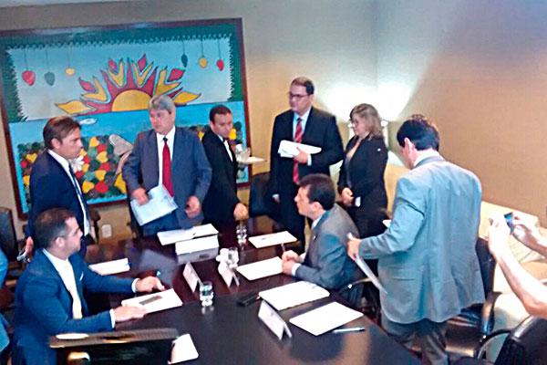 Auxiliares do Governo e deputados tiveram reunião na manhã desta quinta-feira