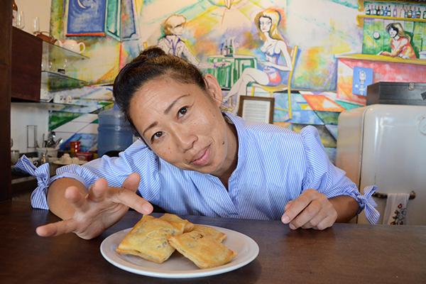 Chef Emiko Nakamura vive no Brasil há dez anos. Seus quitutes orientais primam pela autenticidade: receita de pasteis de feijão doce