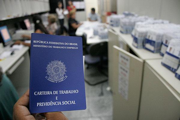 Além da carteira de trabalho física, Ministério do Trabalho criou aplicativo para CTPS digitalizada