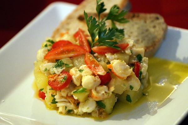 Uma das novidades recriadas pela chef Cássia é a salada de lagosta