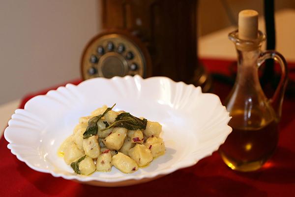Nhoque de batata-doce na manteiga de sálvia