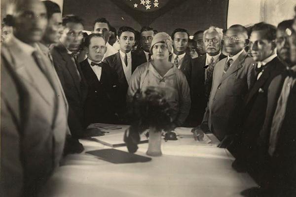 Alzira Soriano em seu gabinete em Lajes. Incentivada por Bertha Lutz, tornou-se a primeira mulher eleita do país