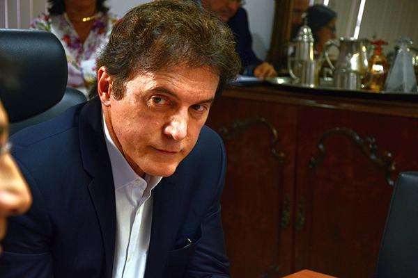 Comissão do Sindágua vai cobrar do governador Robinson Faria a promessa de não vender a Caern