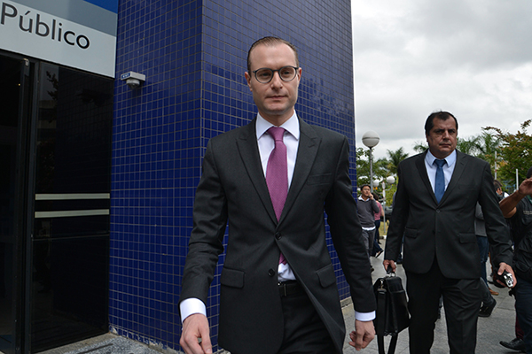 Cristiano Zanin, advogado de Lula, afirma que continuará recorrendo a instâncias superiores