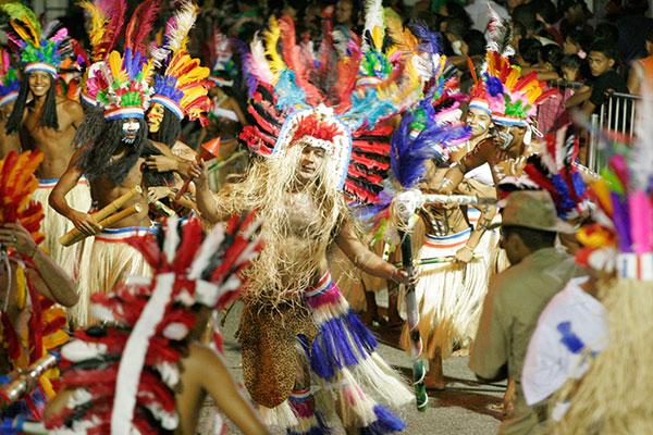 Tribo Tabajara trocará a Ribeira pelo desfile no Polo Ponta Negra, na segunda-feira de carnaval. Transição para novo formato agrada as agremiações
