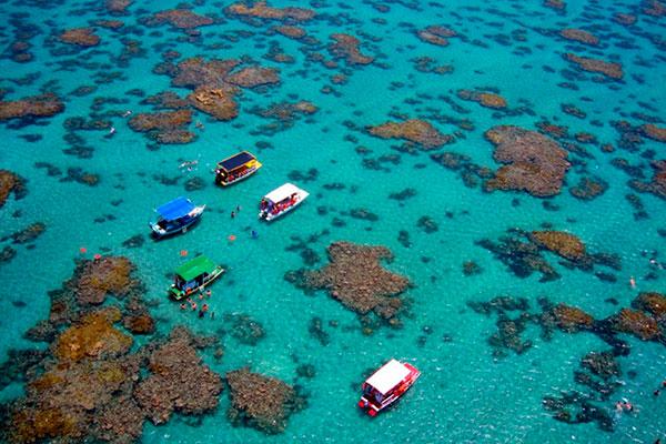 Litoral reúne muitas qualidades turísticas e a praia de Maracajaú é o destaque do município, com um cenário de lagoas para esportes, mergulhos e gastronomia