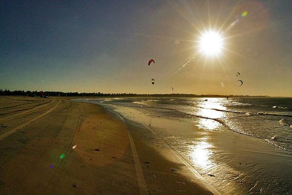 Gostoso tem extensa faixa de areia e ventos generosos