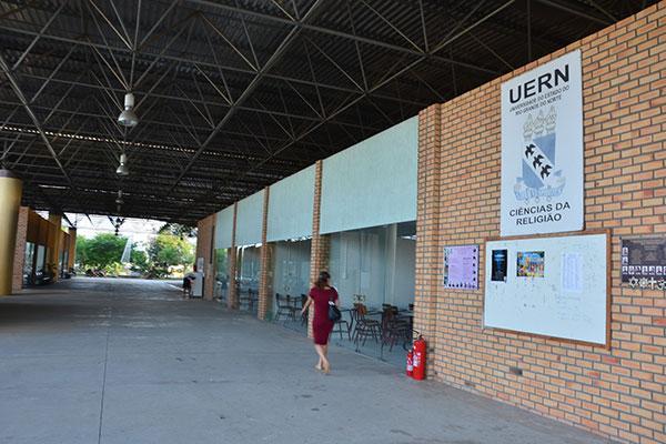 Atividades presenciais estão suspensas desde 15 de março na UERN
