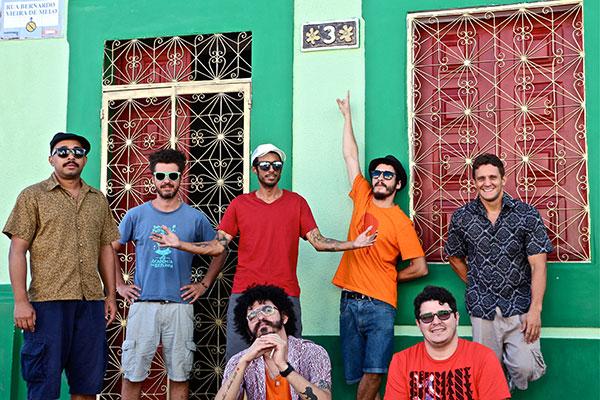 Com 14 anos de estrada, Academia da Berlinda estreia no carnaval fazendo mistura de ritmos entre frevo, coco, maracatu e cumbia