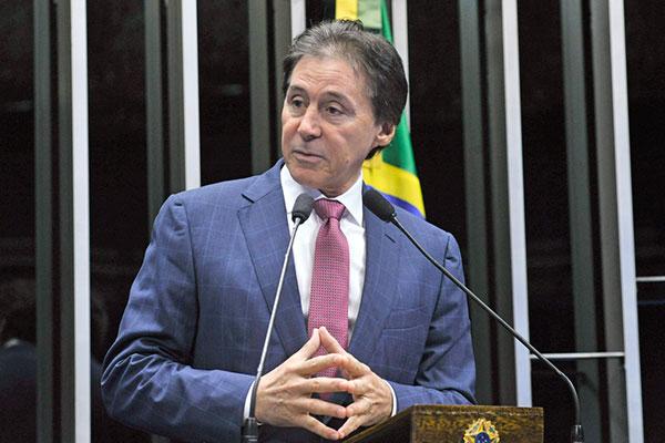 Eunício Oliveira anuncia que o governo federal enviou a proposta para votação no Congresso