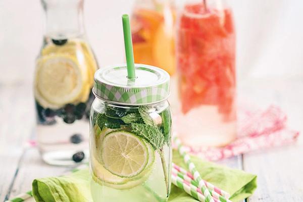Água com frutas é uma das alternativas para o calor do carnaval