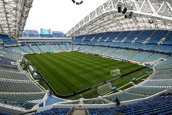 Em Sochi, o Fisht Stadium está localizado dentro do complexo construído para os Jogos de Inverno, ao lado do circuito de Fórmula 1