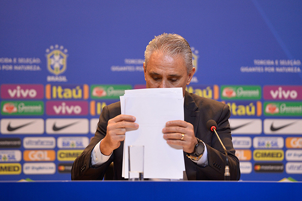 O técnico da Seleção Brasileira, Tite convocará para amistosos e depois organizará a pré-lista