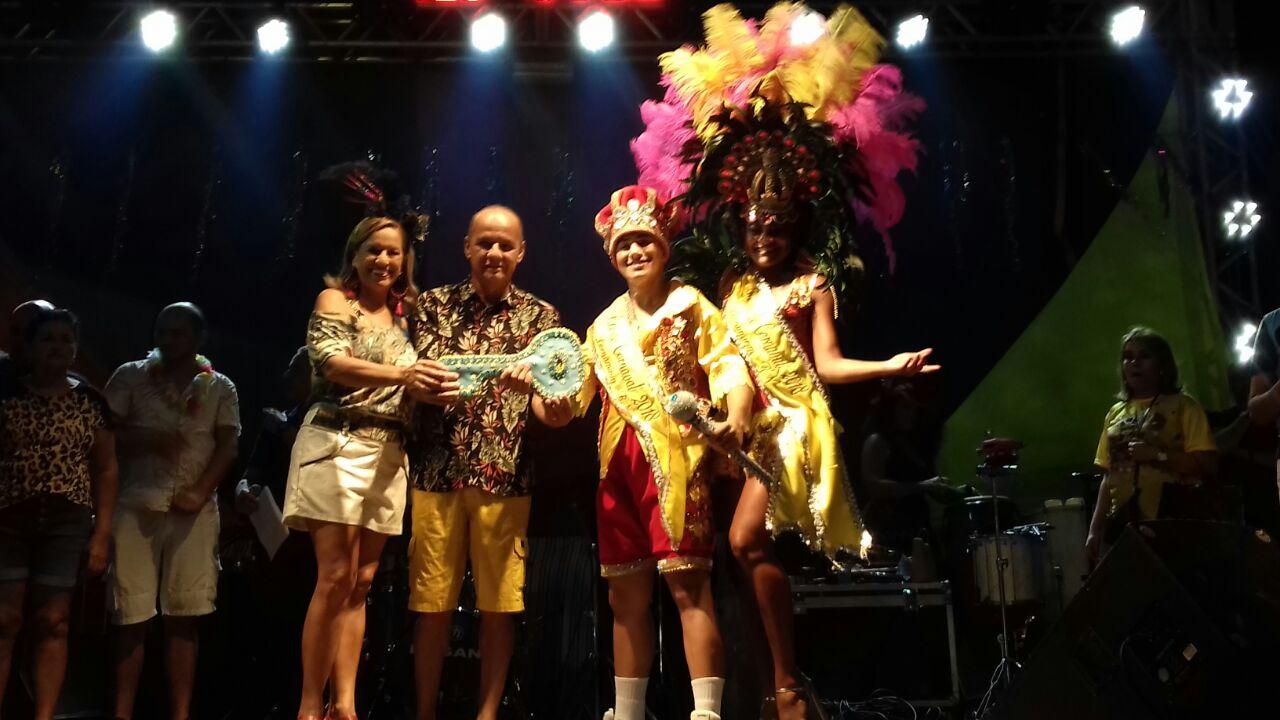 Rei Momo e Rainha do Carnaval receberam as chaves da cidade