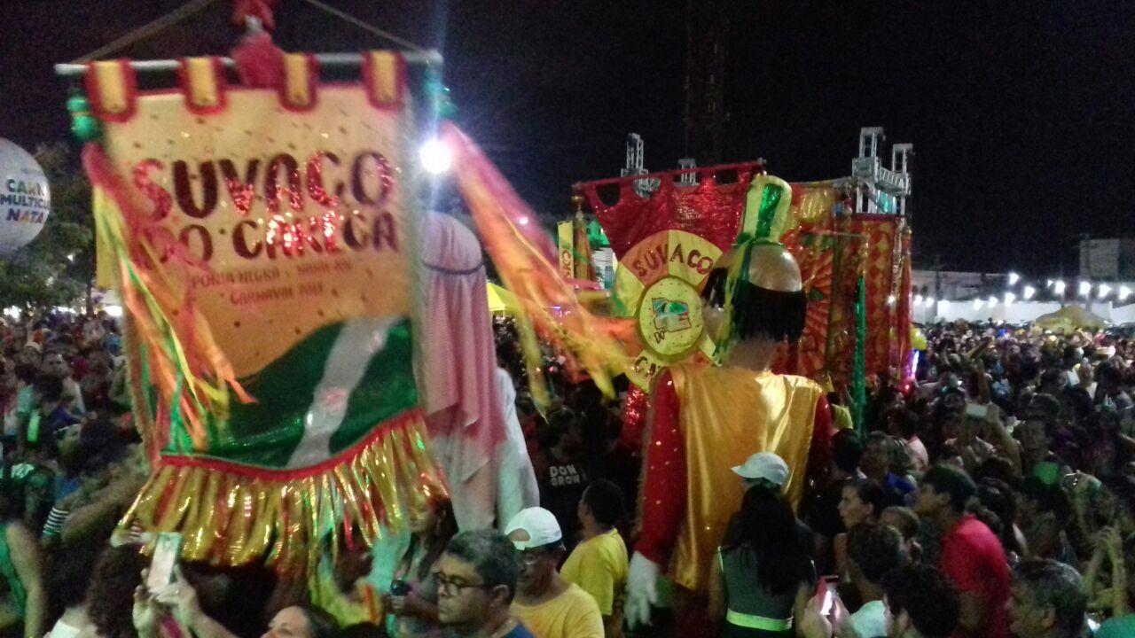 Blocos fazem a festa nas ruas de Ponta Negra