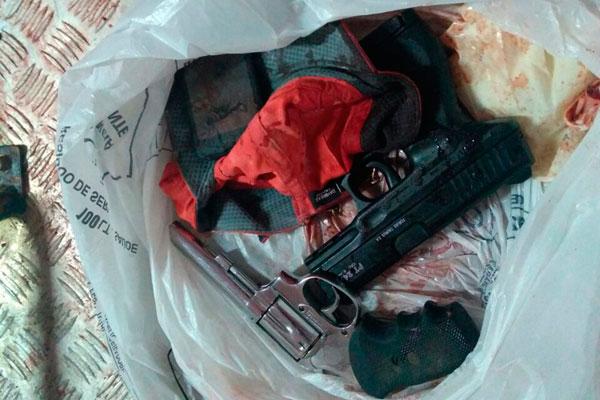 Armas foram apreendidas após o confronto