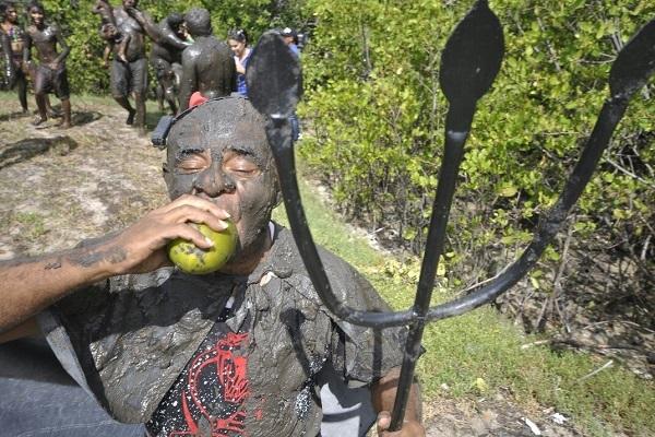 Tradicional bloco da Redinha, 'Os Cão' já está na rua