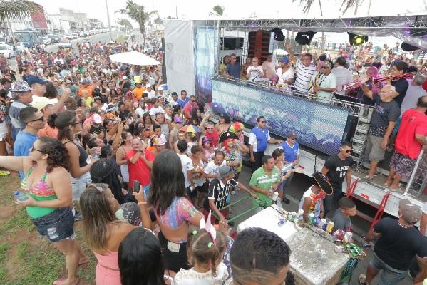 A banda canta seus maiores sucessos e músicas tradicionais do Carnaval