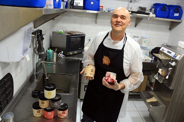 Eron Lima trocou a engenharia mecânica pela arte de fabricar gelatos artesanais