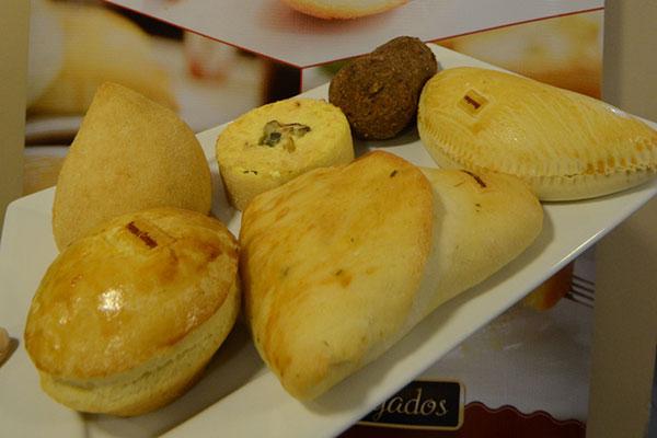 Entre os novos salgados tem a popular coxinha (de frango com requeijão); pastéis (palmito, bacalhau, frango); empadas (camarão, frango, palmito); kibe e esfihas