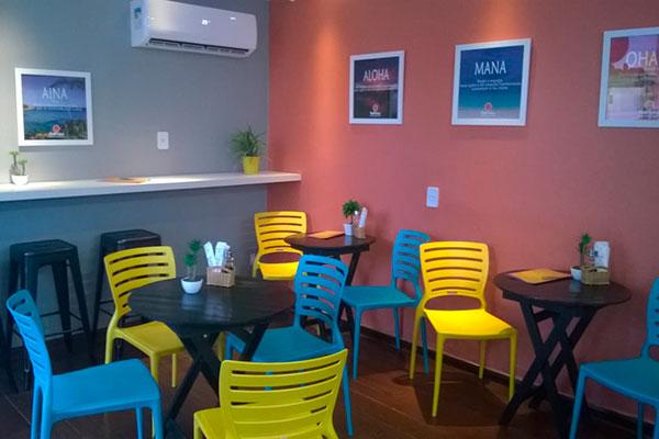 Poti Poke tem ambiente descontraído e colorido. O espaço funciona na rua Souza Pinto, das 11h30 às 18h